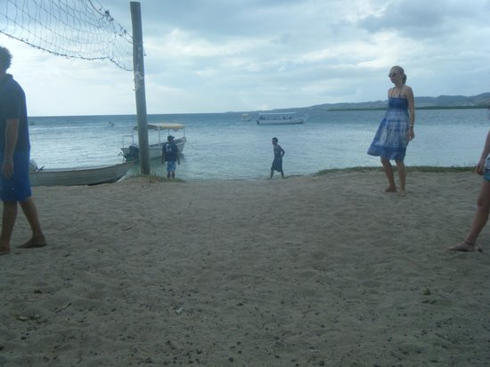 Robinson Crusoe Island: beach front
