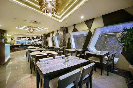 Hotel Neo Kuta Jelantik: Restaurant