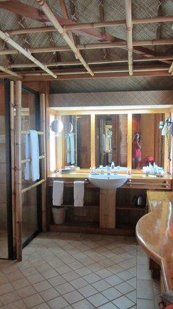 Bora Bora Pearl Beach Resort & Spa: Bathroom