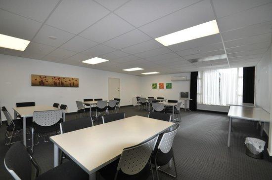 Dunthat Motel: Conference room