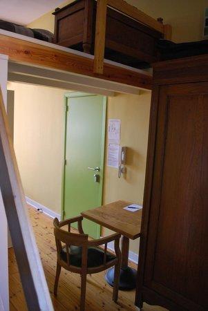 Huize Rafael: Triple room: Door