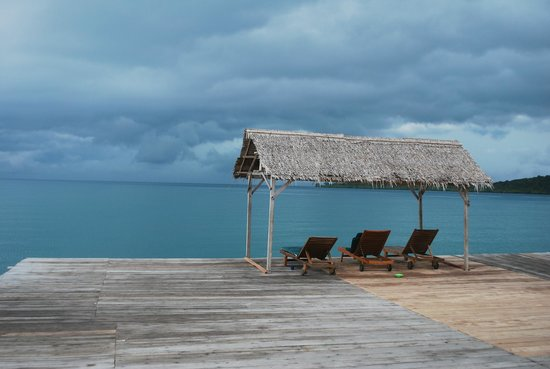 Telunas Resorts - Telunas Beach Resort : The sundeck outside the canteen