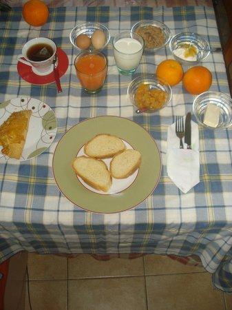 Dionysos Taverna: breakfast