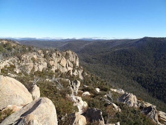 Booroomba Rocks Walk: Booroomba Rocks - looking west to Mt Bimberi
