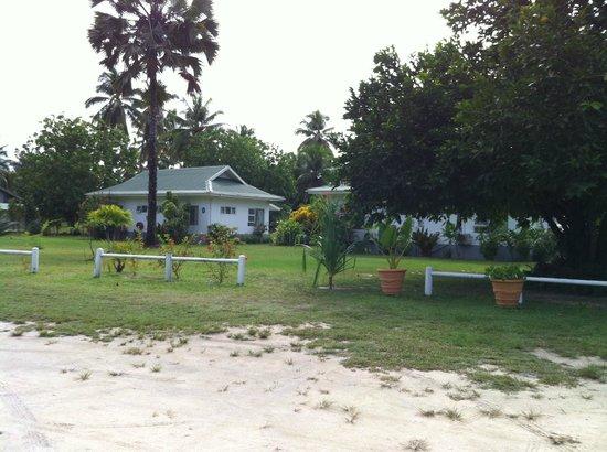 Chalets d'Anse Forbans: vue des chalets depuis l'accueil