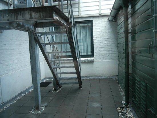 Hotel Leeuwenbrug: Zimmeraussicht: deprimierender Hof