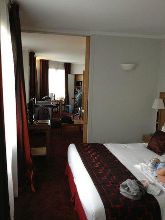 Residence du Roy Hotel: Chambre - vue vers le salon