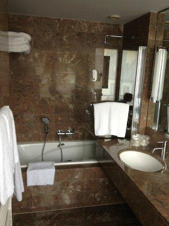 Residence du Roy Hotel: Salle de bain