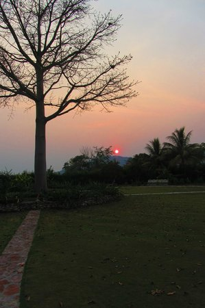 La Casa De Don David: Sunset from the garden