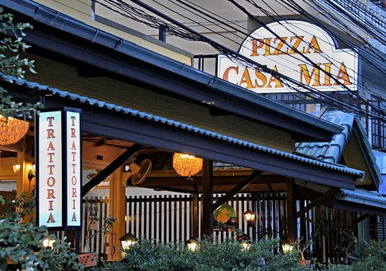 Pizza Casa Mia: Surroundings