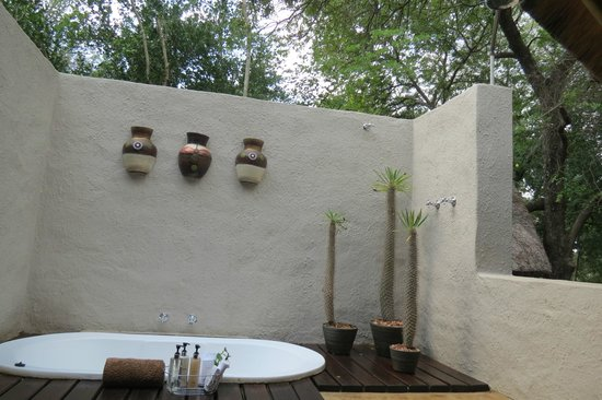 Kuname Lodge: optional out door bath