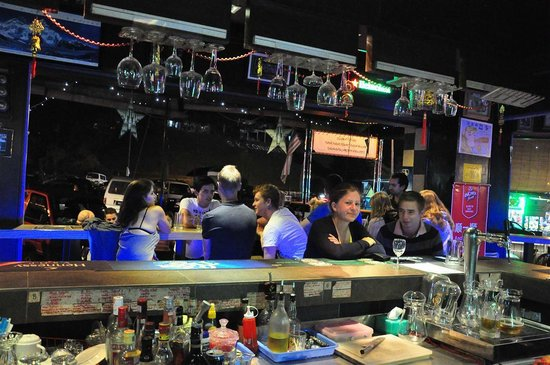 Travellers Bar: Chill out at Travellers Bistro & Pub
