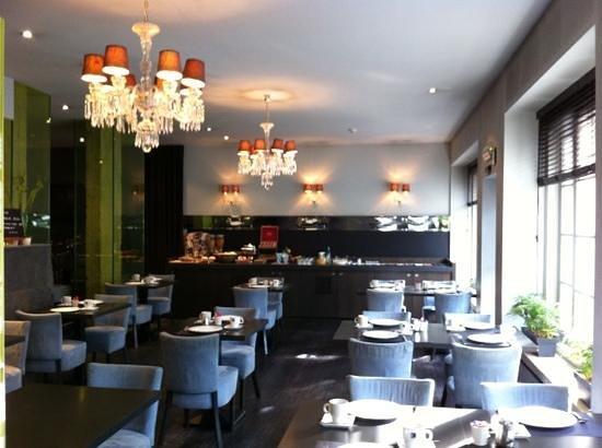Center Hotel: salle du petit déjeuner