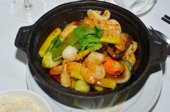 Peking Land: Spicy Seafood Hot Pot Szechuan