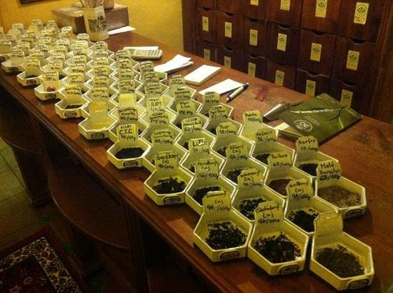 Dobra Cajovna : tea display