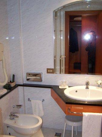 Hotel Cyrano: Salle de bain