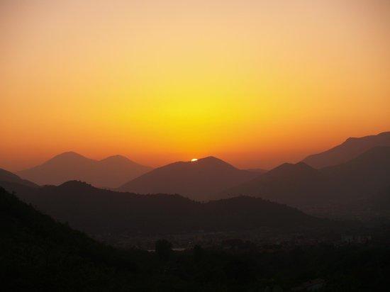 Agriturismo Biologico Barone A. Negri di Gaiano : coucher de soleil depuis terrasse