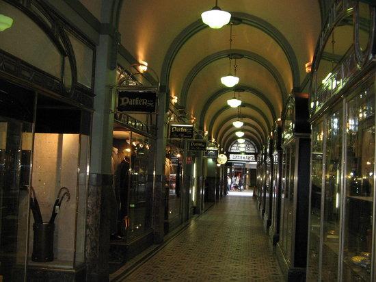 特里尼蒂拱廊