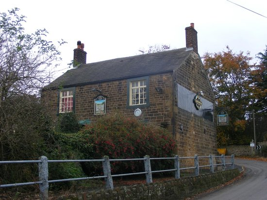 Derbyshire, UK: Gate Inn from the road