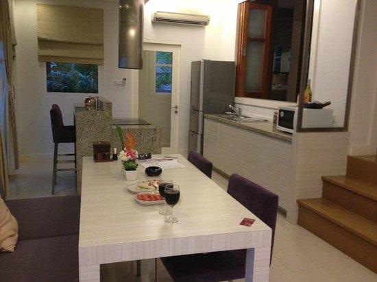 Punnpreeda Pool Villa Beachfront : Kitchen/dining area