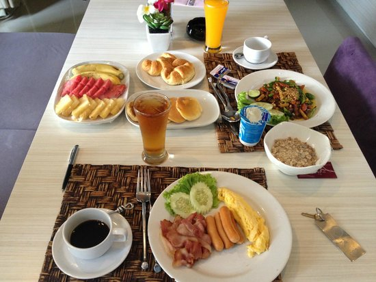Punnpreeda Pool Villa Beachfront: Breakfast