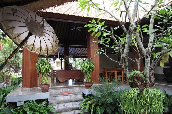 Inata Hotel Monkey Forest: stylish garden