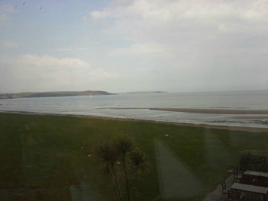Quality Hotel & Leisure Center Youghal: View from the restaurant while having breakfast.