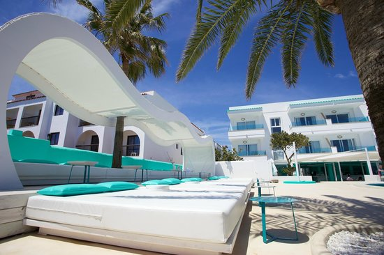 Beach club picture of santos ibiza coast suites playa d for Hotels ibiza