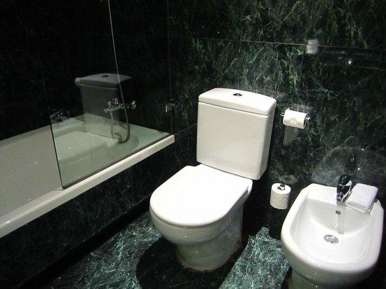 AC Hotel Huelva: Baño