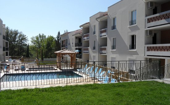 Residence Odalys Cote Provence: Espace Piscine