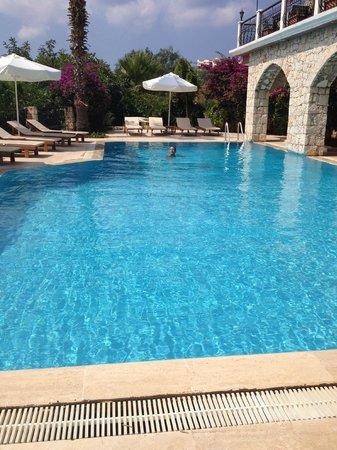 Amphora Hotel: serinletici havuz