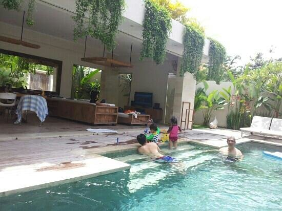 Pantai Indah Villas Bali: pool is right next to living and dining area.