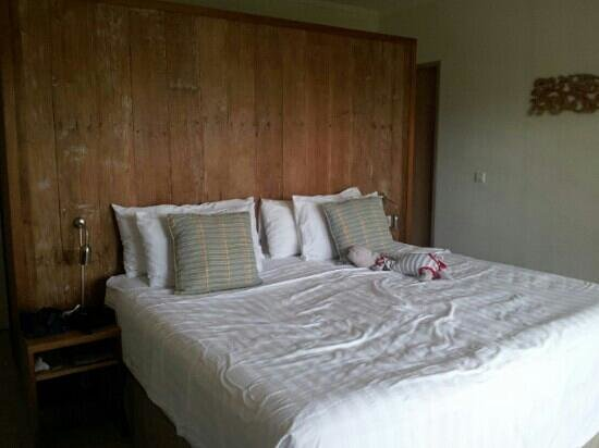 Pantai Indah Villas Bali: comfortable big bed