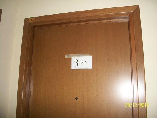 Tre Leoni: porta della stanza