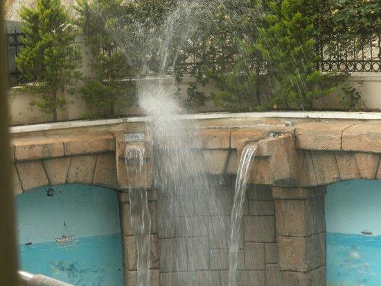 Himeros Life Hotel: Wasserspiele Beim Pool