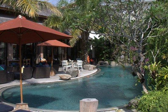 Maca Villas & Spa: Pool am Restaurant