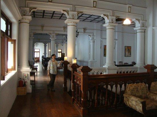 The Mansion: fuori dalla camera