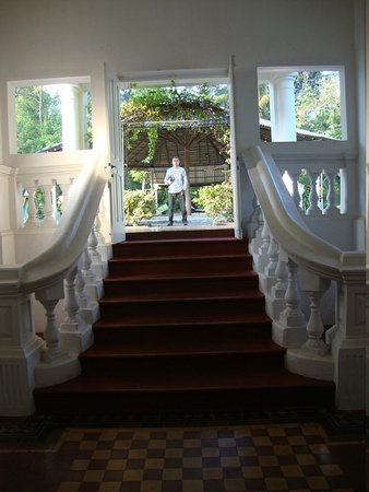 The Mansion: uscita in giardino