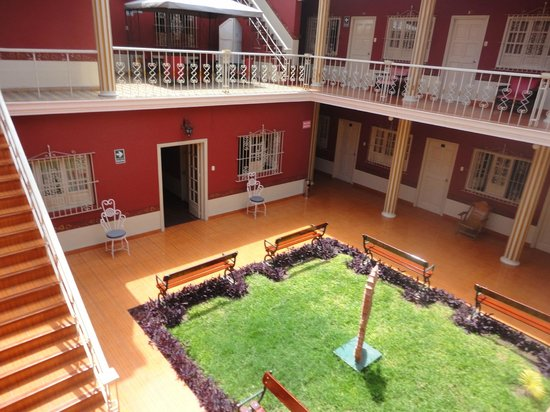 Hostal Colonial: Hotel courtyard