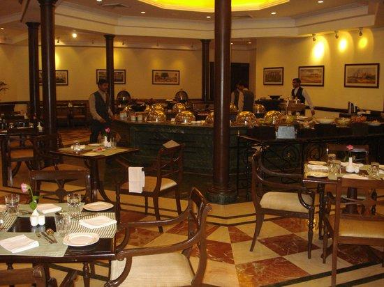 Atrium Hotel: Breakfast Area