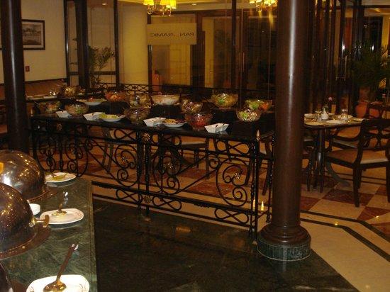 Atrium Hotel: Breakfast