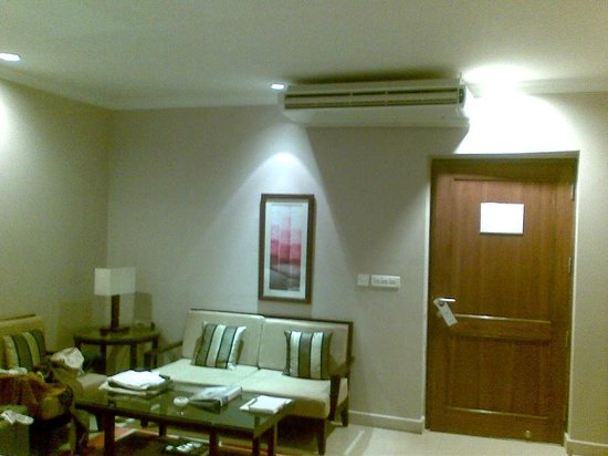 Atrium Hotel: Sitting Area - The door leads to the room