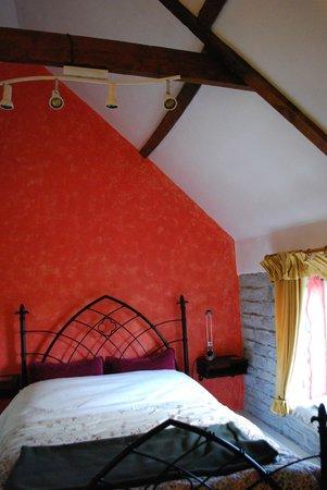 Havyatt Cottage B&B: comfy room, with good views