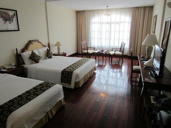 Hotel Saigon Morin: Two double beds