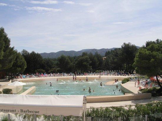 Pierre & Vacances Resort Pont Royal en Provence: Photo de la piscine à vagues