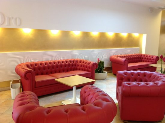 Hotel Ca' D'Oro : Relax in red sofa