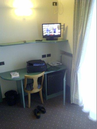 Hotel Smeraldo: tv frigo