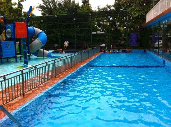 Lyla Center: Outdoor pool