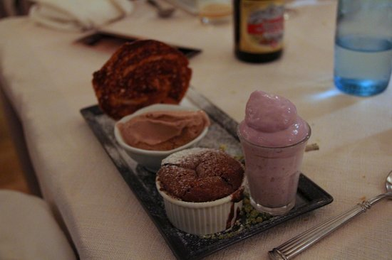 Le Poeme de Grignan : Dssert: Chocolate tasting with Espuma