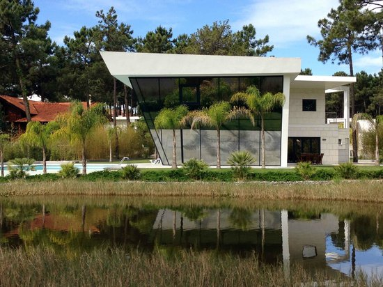 Aroeira Golf Resort : One of the most amazing lakeside houses